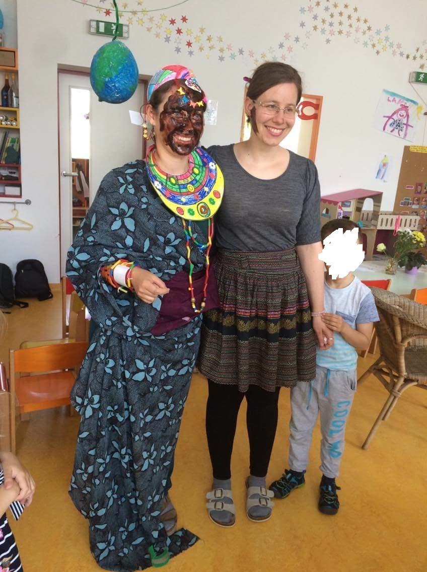 Poslední den Krtečků – v červnu si pro mě připravili překvapení ... Jak vypadá Afričanka (já) vedle mé kolegyně Zuzky